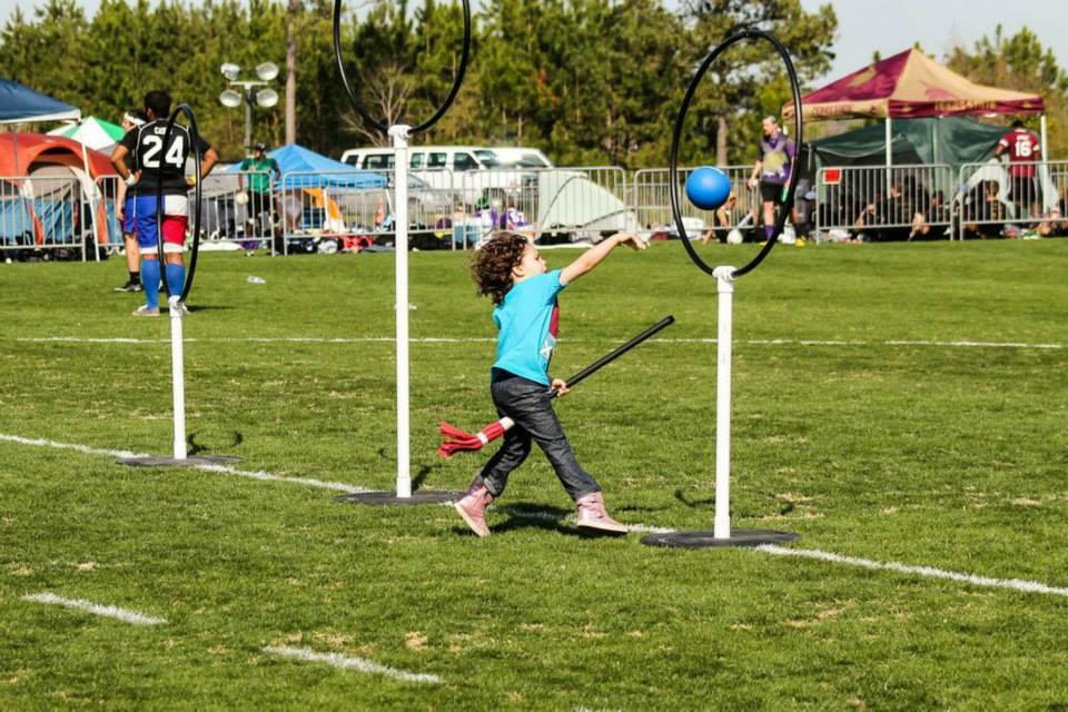 Un enfant jouant au quidditch lors de l'US Quidditch Cup - © Nicole Harrig