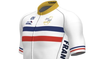 Un maillot collector de l'équipe de France de cyclisme après le sacre de Julian Alaphilippe