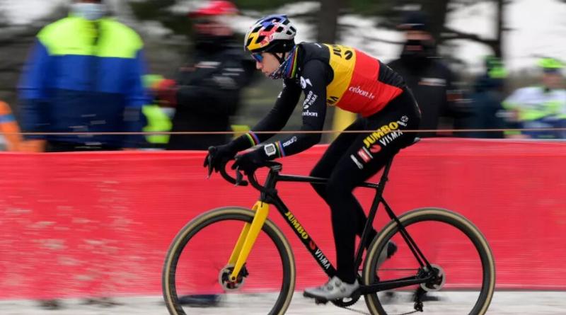 Wout Van Aert remporte le Zilvermeercross