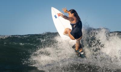JO Tokyo 2020 - Surf : Pauline Ado et Johanne Defay imitent Florès et Bourez